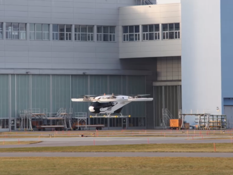 Аэротакси от Airbus совершило первый полет без страховочных канатов. Видео - «Новости Дня Видео»