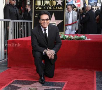 Иранский певец армянского происхождения Анди получил звезду на Аллее славы Голливуда - «Диаспора»