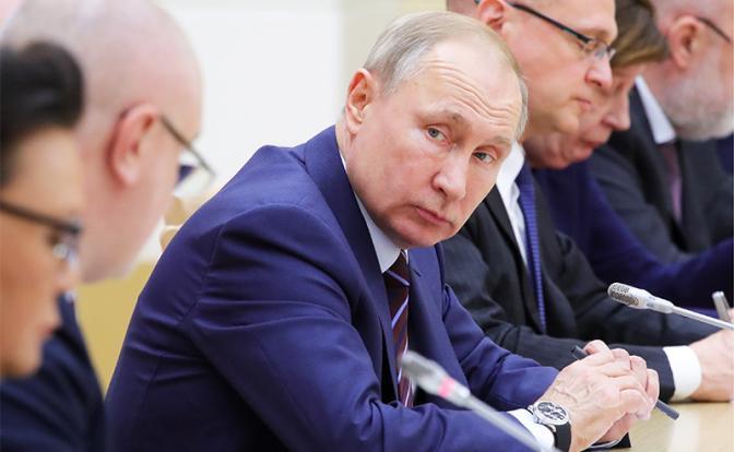 «Конституционный переворот»: Путин не захочет повторить судьбу Горбачева - «Последние новости»