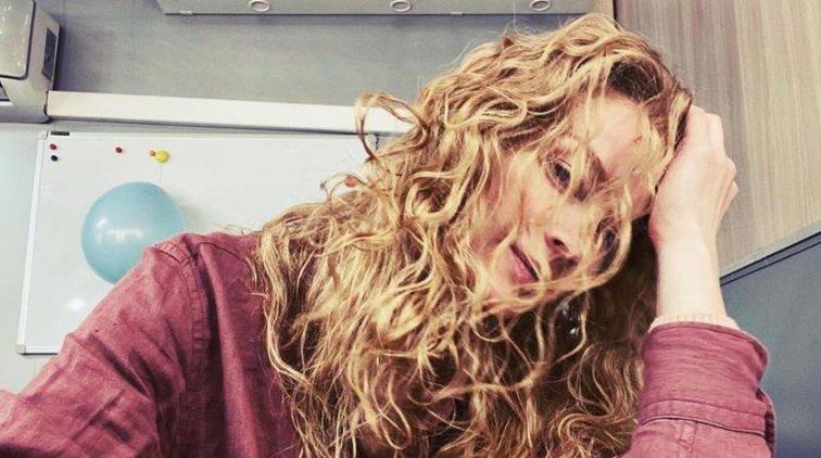 На каблуках и в микрошортах: Ходченкова встала на колени у шеста - «Культура»