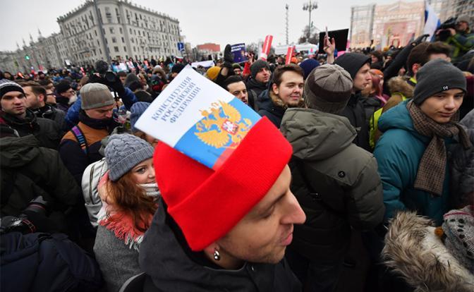 Поправки в Конституцию: Путина на наших глазах превращают в «позднего Брежнева» - «Общество»