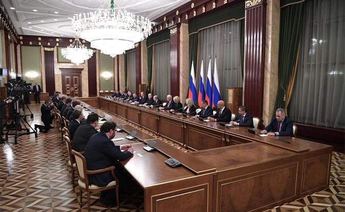 Путин дал понять — он остается в Кремле, а дело россиян — молча размножаться - «Последние новости»