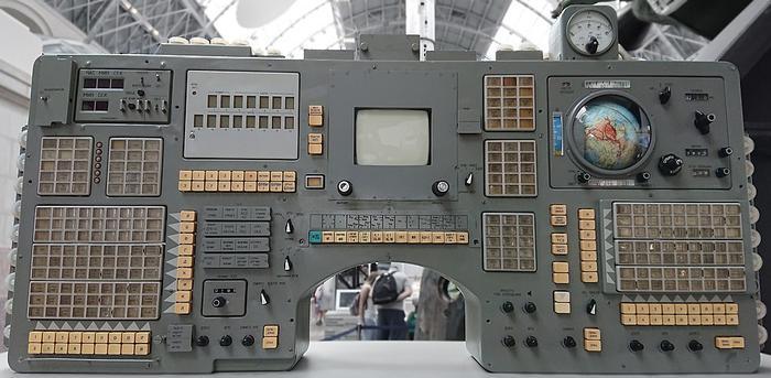 Разбираем цифровые часы с космического корабля «Союз» - «Новости дня»