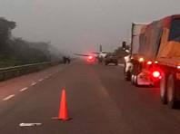 Самолет наркомафии сел на дорогу на юге Мексики, экипаж обстрелял военных и скрылся - «В мире»