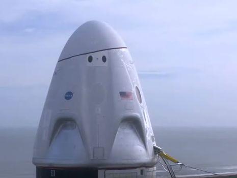 SpaceX испытала пассажирский космический корабль Crew Dragon в аварийном режиме. Видео - «Новости Дня Видео»