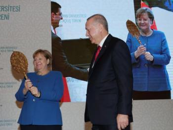 Турецкие щит и зеркало для Меркель: подарки с намеком - «Политика»